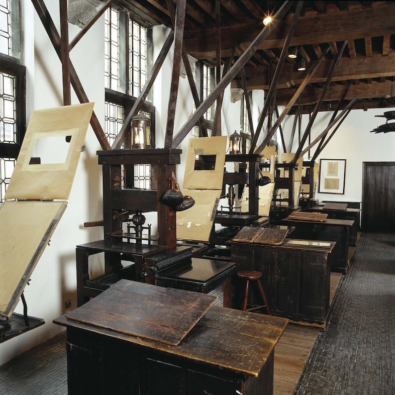 Drukpersen in de oude drukkerij.